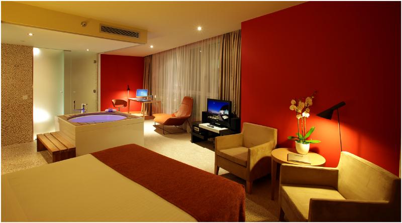Quelles sont les suites avec jacuzzi les plus belles de - Hotel barcelone jacuzzi dans la chambre ...