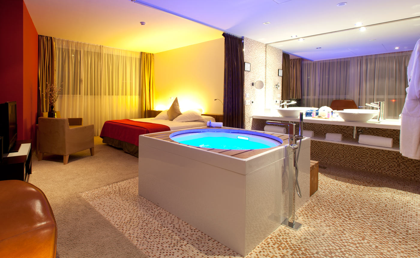 Jacuzzi suite room barcelona hotel diagonal zero - Lounge rooms ...