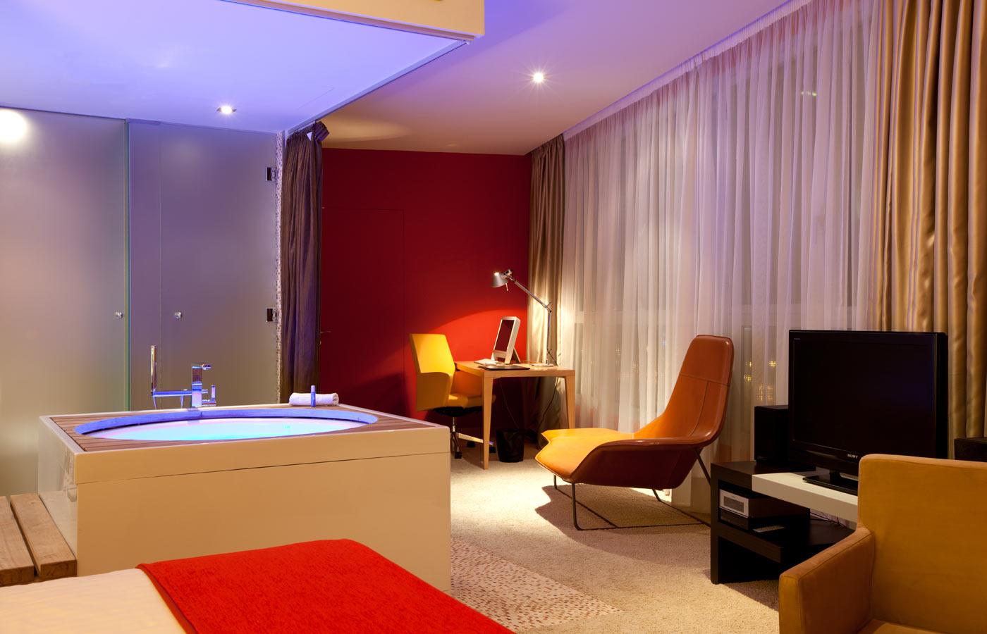 diagonal hotel: